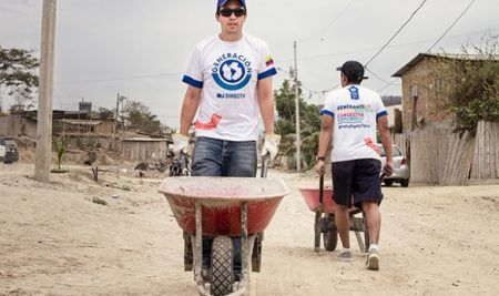 """""""Canoa, una reconstrucción sin fronteras"""" fue el voluntariado sin fronteras de DIRECTV que ganó un Eikon a la Sustentabilidad Social (Capítulo Regional)"""